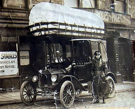 A coal-powered taxi in 1920s England. The large bundle on top allowed the taxi to go an astonishing 15 miles/hr!
