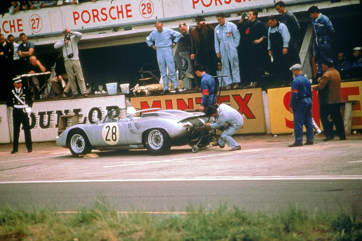 The Porsche 718 WRS of Edgar Barth and Herbert Linge in the pits ...