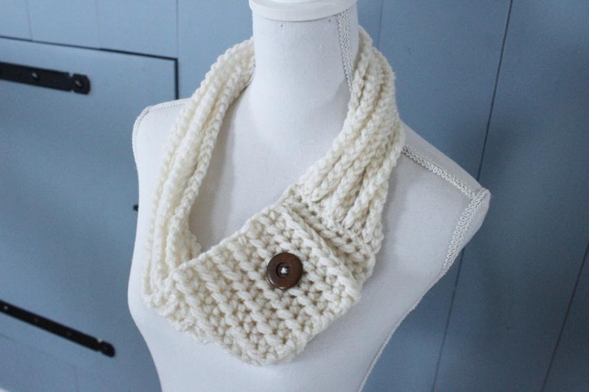 Vind hier een patroon om deze gevlochten sjaal te haken!