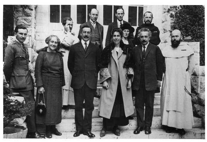 albert einstein with his family in the 1900s albert