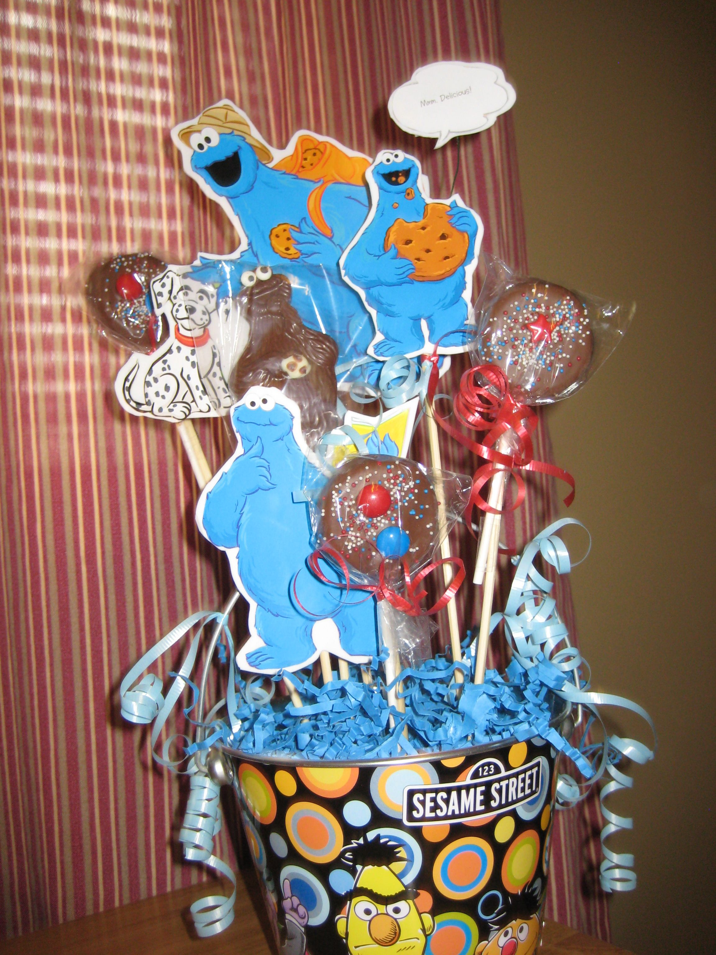 Sesame Street Centerpiece Cookie Monster With Oreo Cookies On A St