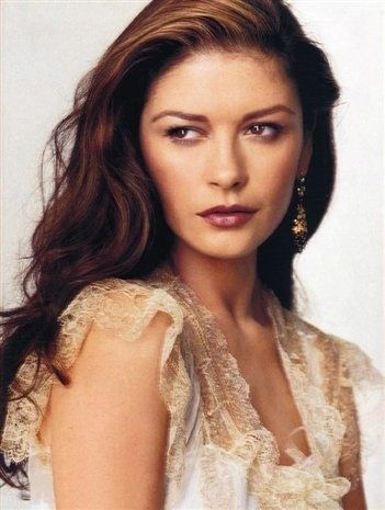 Cathrine Zeta Jones is truely one of Hollywoods most beautiful and talented women !!!