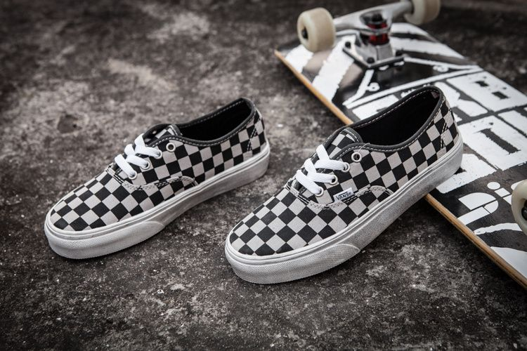 e73313fbe570 Super A1  1vans black and white washed checkerboard Justin Bieber with men  and women 36-4412  Vans