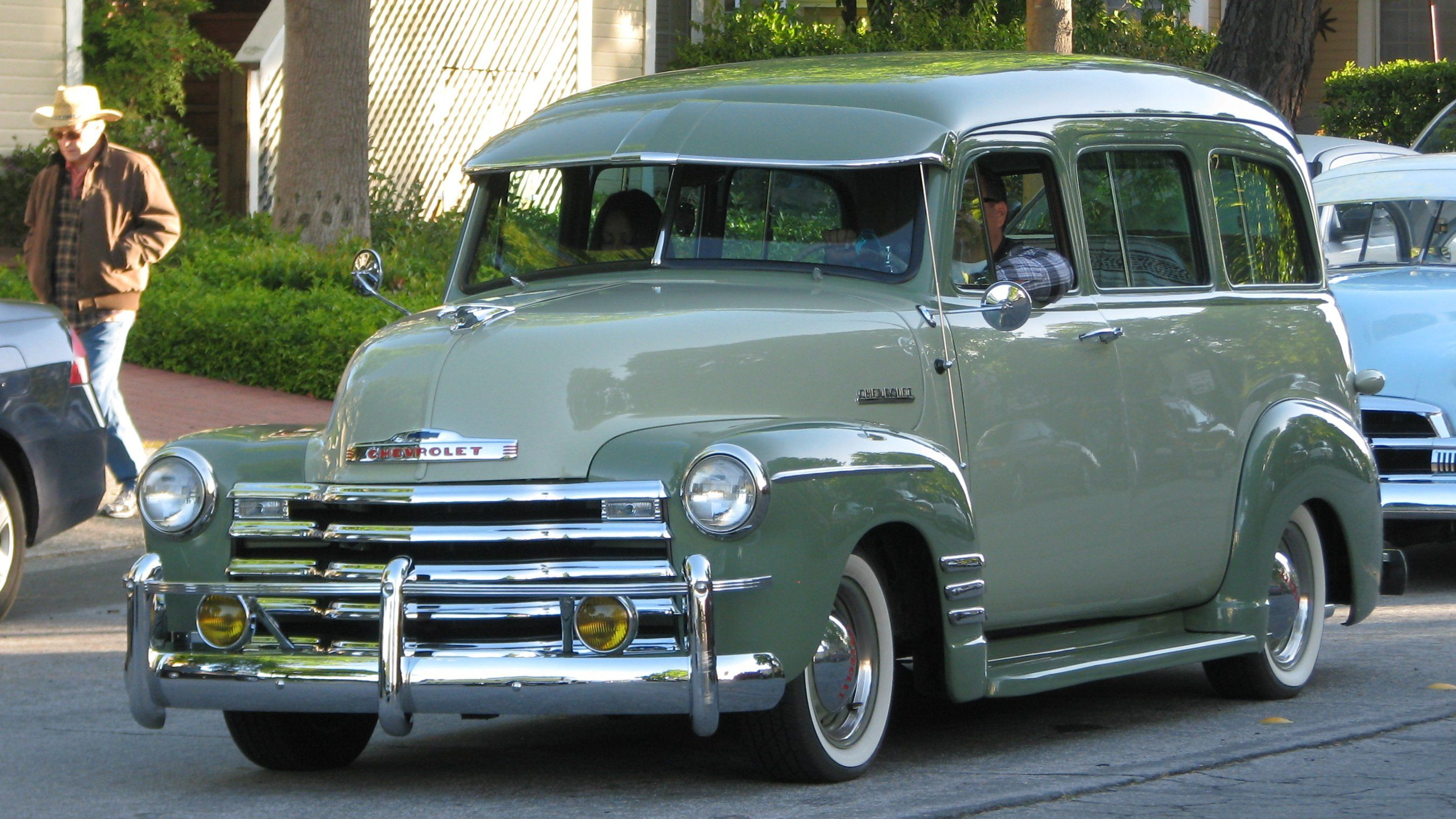 Chevy Suburban 1951, con vicera.