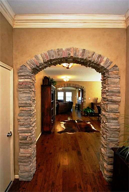 Antiqued Crown Molding In The Entry Way