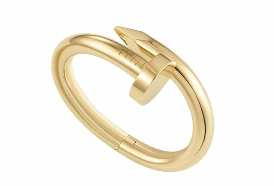 """Juste un Clou"", the new line of bracelets from Cartier. It was designed in 1970 by Aldo Cipullo, the accessory has been reprinted and has everything to go back to being a success. With air unisex, should turn the jewel trend also among men."