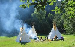Tipi-Camps sind für all jene Kinder, die zu Hause tolle Ferien haben wollen.   MIND UNLIMITED