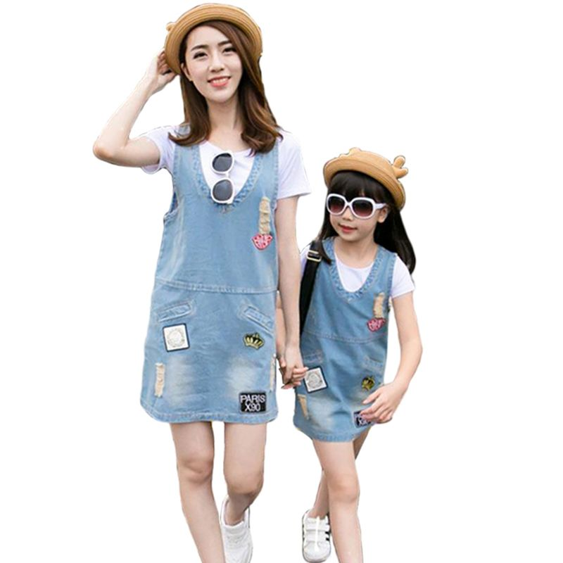 T-shirt+dress 2017 Fashion Summer Family Clothes Mother And Daughter Matching Look Hole Dresses Mom Girls Denim Dress Two Piece