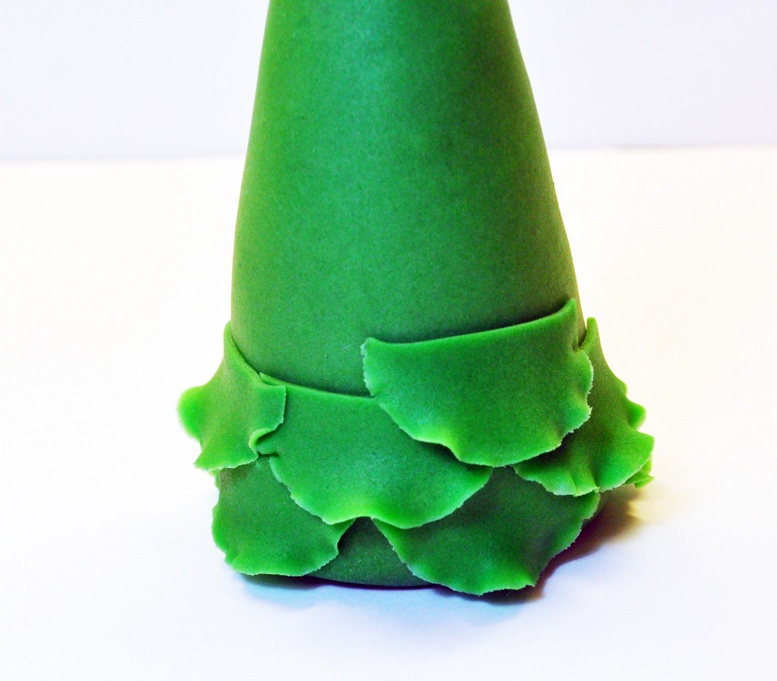 Judys Cakes Christmas Tree Tutorial #7