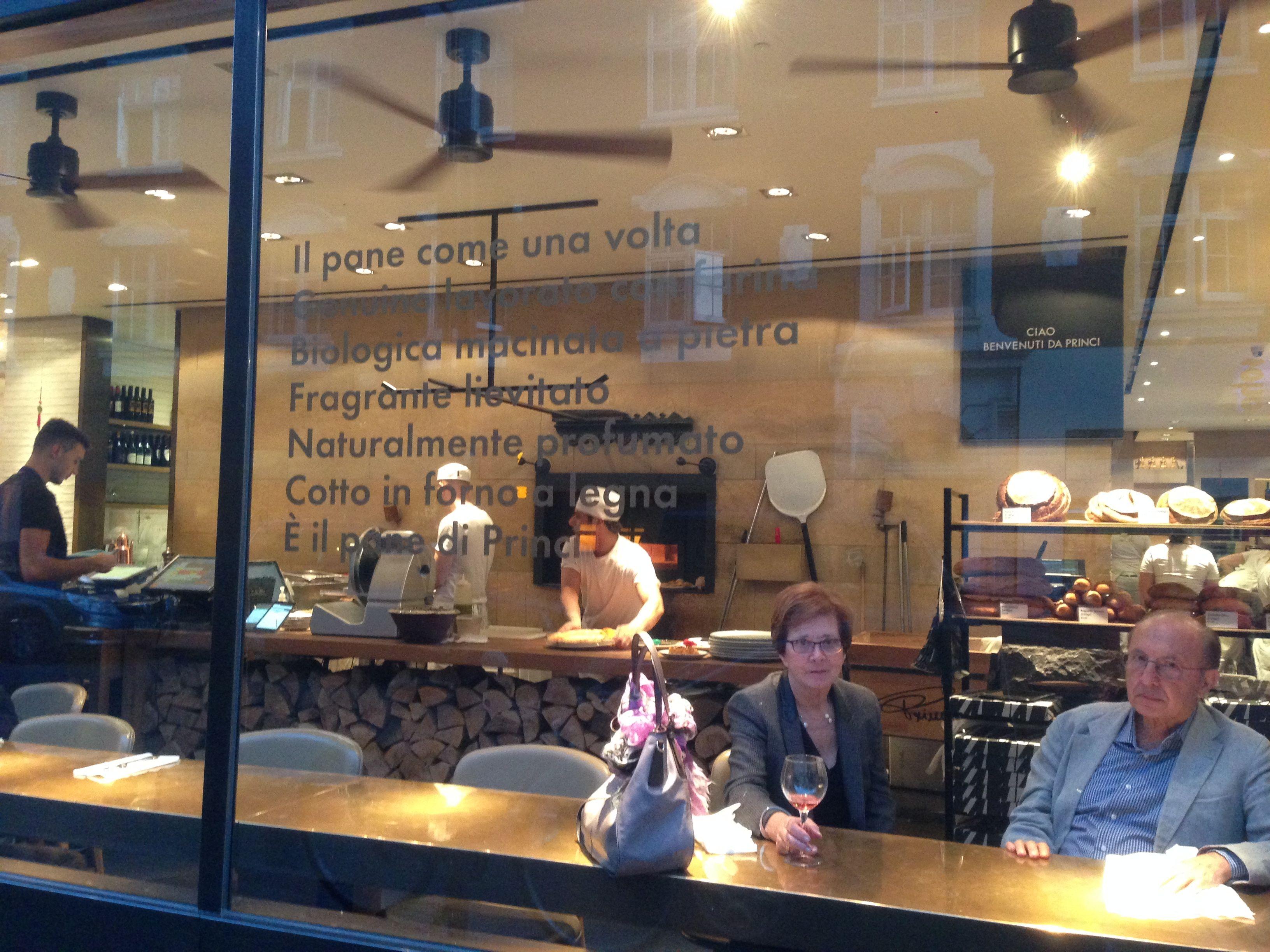 Italian restaurant exterior - Princi S Italian Restaurant Maximized Seating Alongside The Exterior Window Watch The World Go By
