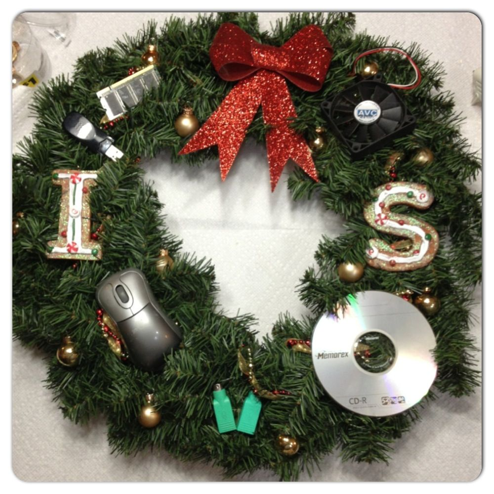 Science Facts Christmas: Techy Christmas Wreath! Grab Some Decorations From The