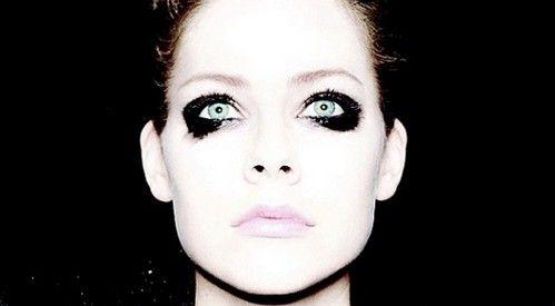 """Avril Lavigne neues Album - 'Avril Lavigne' - Zwei Jahre nach ihrem weltweiten Millionseller """"Goodbye Lullaby"""" veröffentlicht der kanadische Superstar Avril Lavigne am 1. November 2013 ihr fünftes Studioalbum, das den schlichten Titel """"Avril Lavigne"""" tragen wird."""