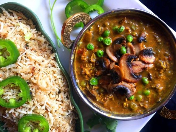 Vegan South Indian Coconut Curry with Mushrooms & Peas