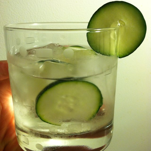 EFFEN Cucumber Vodka / Perrier / drop of lime & fresh cucumbers... Simply refreshing & smooth as silk !