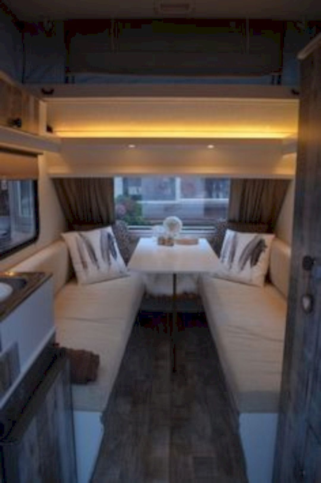 15 campervan interior design ideas for a cozy camping time - Interior design without a degree ...