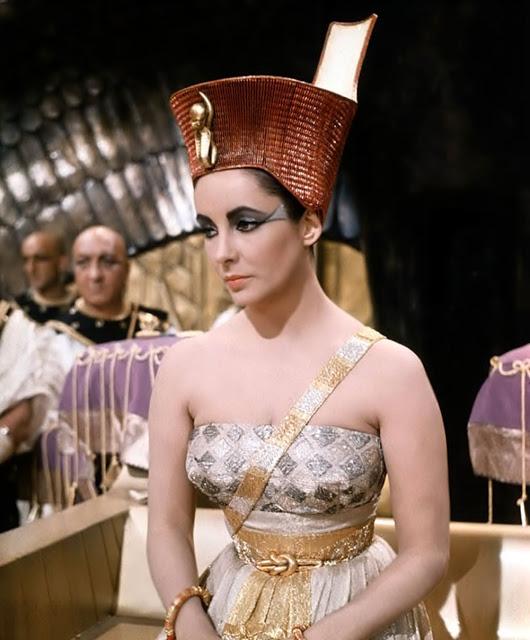 Elizabeth Taylor In Cleopatra 1963 In 2020 Elizabeth Taylor Cleopatra Elizabeth Taylor Young Elizabeth Taylor