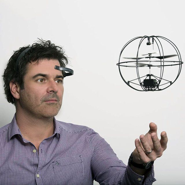 Mind-Controlled Helicopter by Puzzlebox Orbit / In order to meditate and refresh your mind in a playful mood, the best thing you could have is this Mind-Controlled Helicopter by Puzzlebox Orbit. http://thegadgetflow.com/portfolio/mind-controlled-helicopter-puzzlebox-orbit/