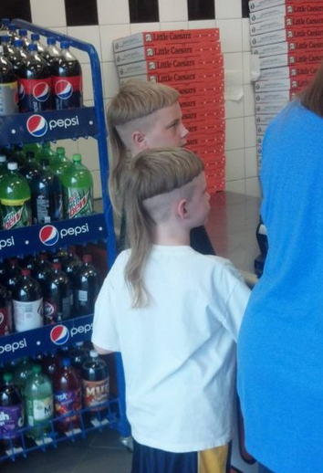 Dombs Garderobekast Wit.Yes Boys A Bowl Cut With Ponytail Is Dumb Really Dumb Dumb Hair