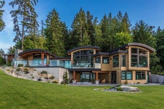 Splendide maison bois à flanc de colline surplombant l\'océan à ...