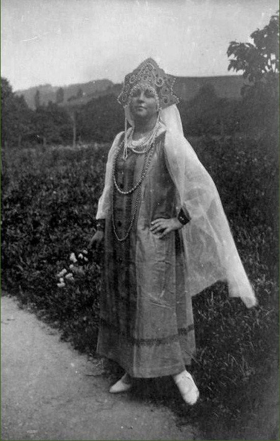 Девушка в русском народном костюме. До 1917 года ...