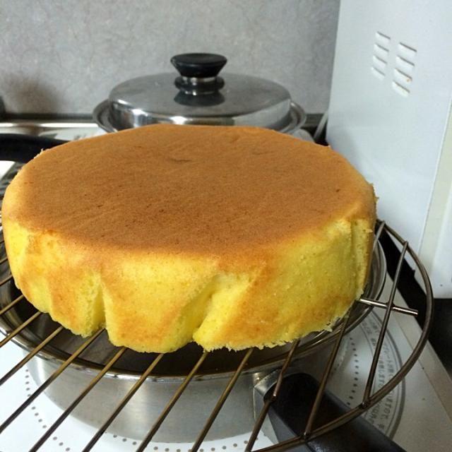 パウンドケーキは☆バター☆砂糖☆薄力粉が同量(1ポンドずつ)のケーキです。 焼きたてより、1〜3日後の方がしっとりして美味しいです\(^o^)/ - 22件のもぐもぐ - レモンパウンドケーキ by mitamaman