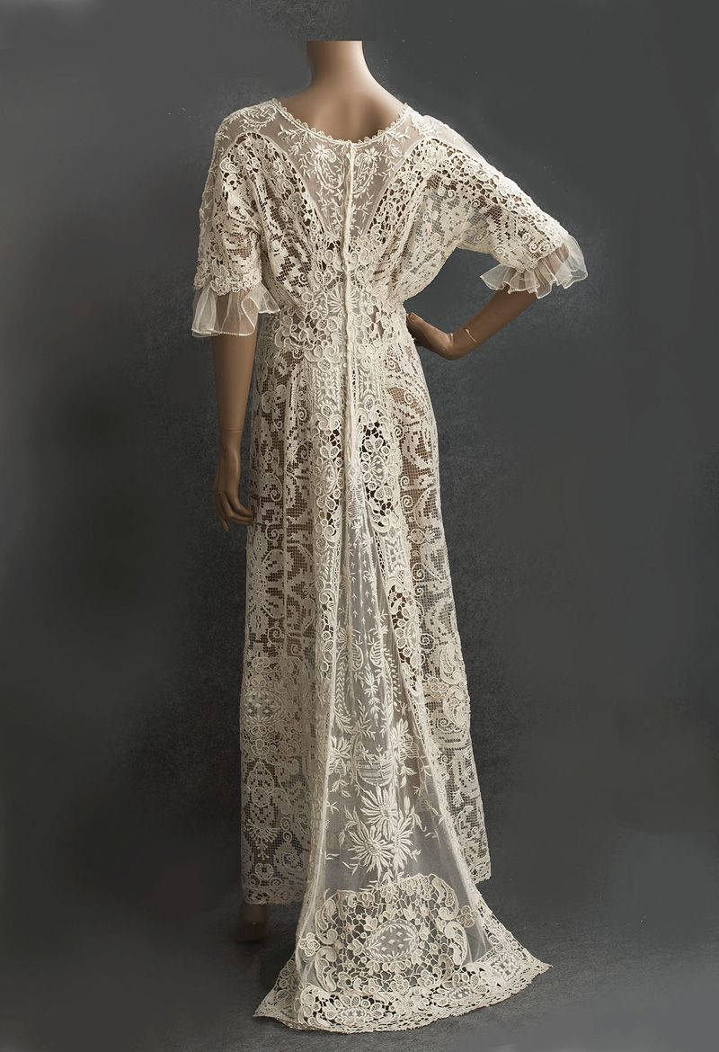 Mixed lace tea dress, c.1909 #2824 Lace tea dress at VintageTextile.com