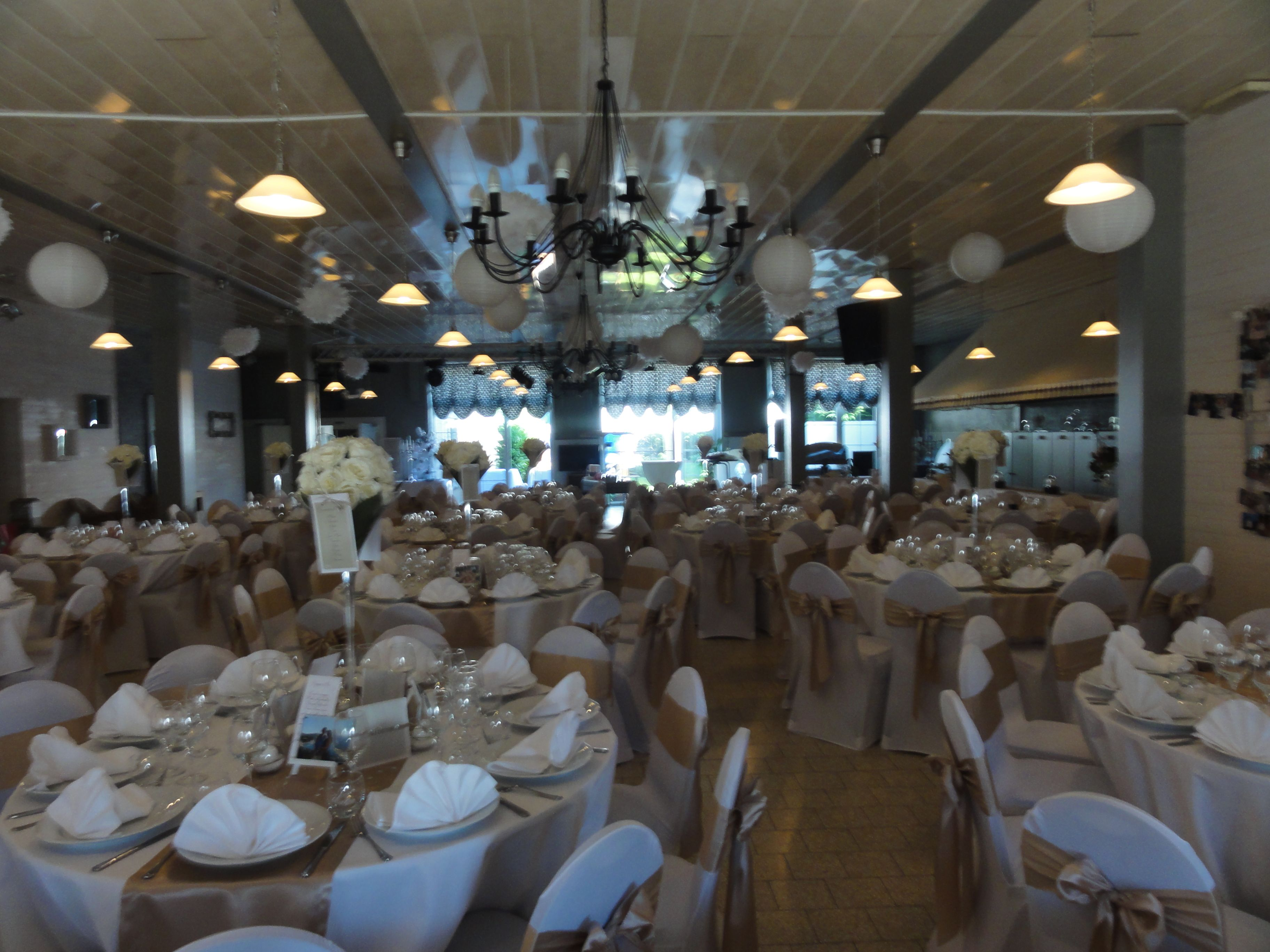 Salle mariage couleur beige