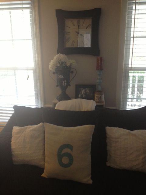 DIY no sew burlap pillow with number. Urn candlestick and jar candle all made & DIY no sew burlap pillow with number. Urn candlestick and jar ... pillowsntoast.com