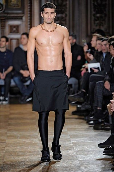 le dernier c84d0 6ca66 La jupe pour homme ?   Men in Skirts - Designer   Jupe homme ...