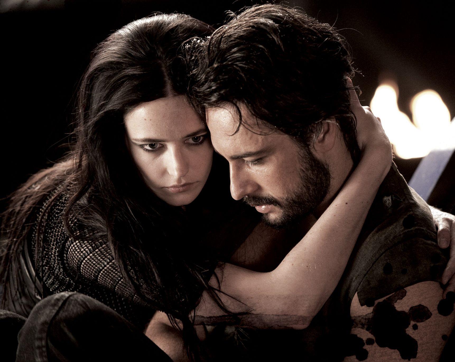 Eva Green as Artemisia and Rodrigo Santoro as Xerxes