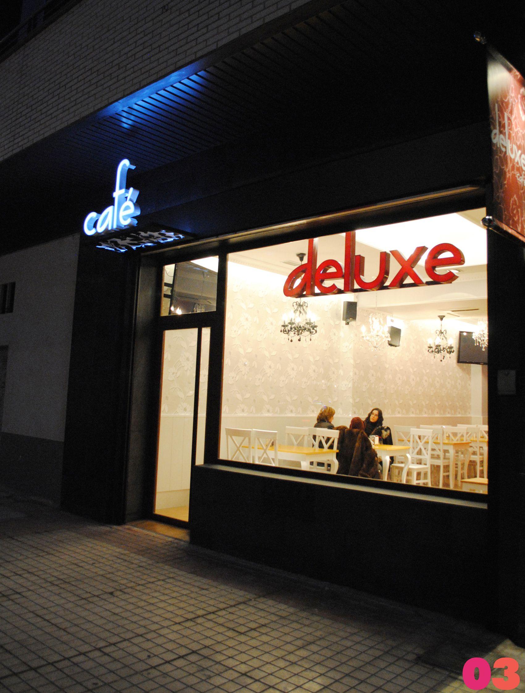 Edificios moderno cafeteria exterior restaurante for Mesas de comedor de vidrio