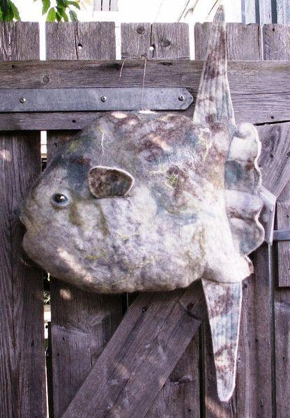 Mondfisch Kissen gefilzt von Jellyfelt auf DaWanda.com