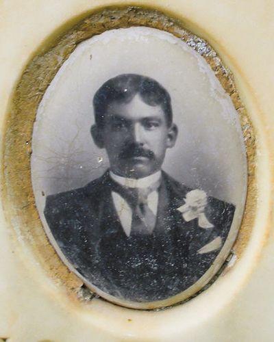 Died in 1909 by yvern99, via Flickr