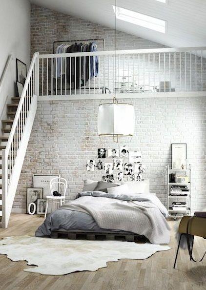 schlafzimmer mit stil loft in wei und grau plus size bett mit tagesdecke interior design. Black Bedroom Furniture Sets. Home Design Ideas
