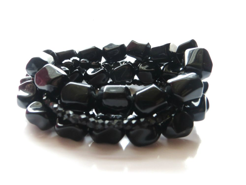 Obsidian Black Stack - by Sweet Pink Daydream  Dark and mysterious like a black midnight sky.   This is a handmade beaded bracelet set. Included are five (5) gorgeously detailed bracelets made with different sized geometric faceted beads.   ** Second pic shows exactly what you get. Stretch. Fits most wrist sizes.  - Part of our 'Queen of Hearts' collection