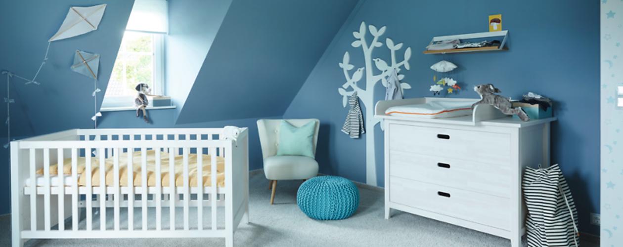 Wandfarben mit Blautönen im Babyzimmer für Jungen