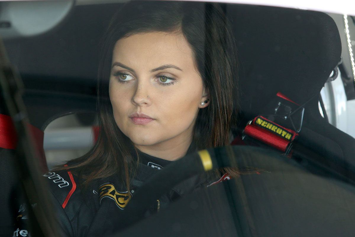19 Year Old Racing Driver Renee Gracie Will Enter The World Of V8 Supercars In 2015 You Go Girlfriend Super Cars Renee Racing Driver