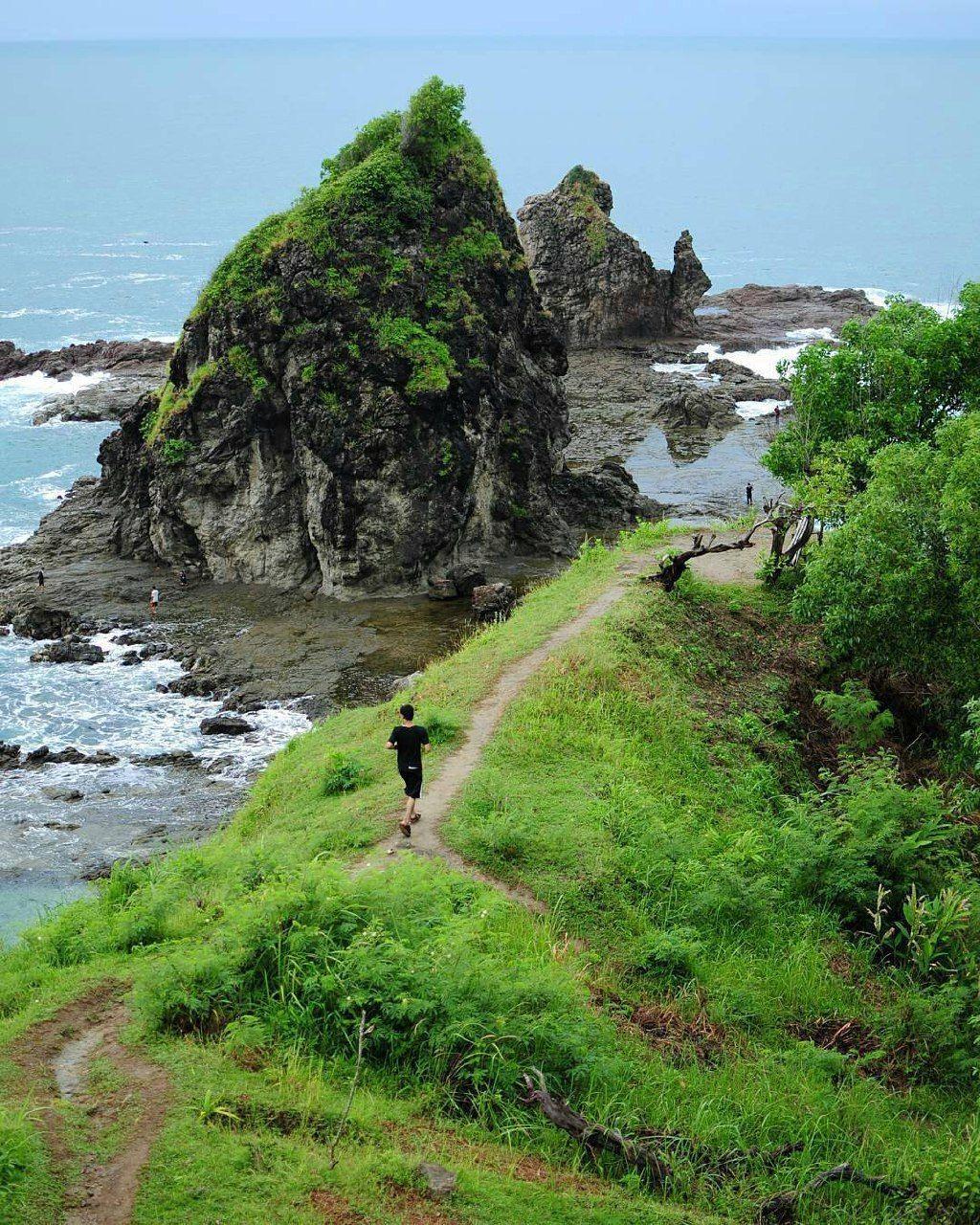 A Beautiful Natural Beach In Gunungkidul Watu Lumbung Beach