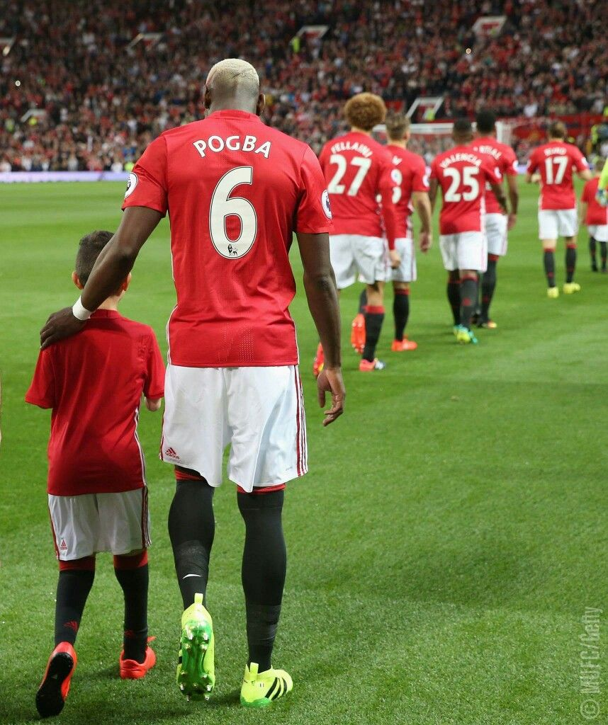 Manchester united iphone wallpaper tumblr - Pogba Walking Out For Manchester United Fc