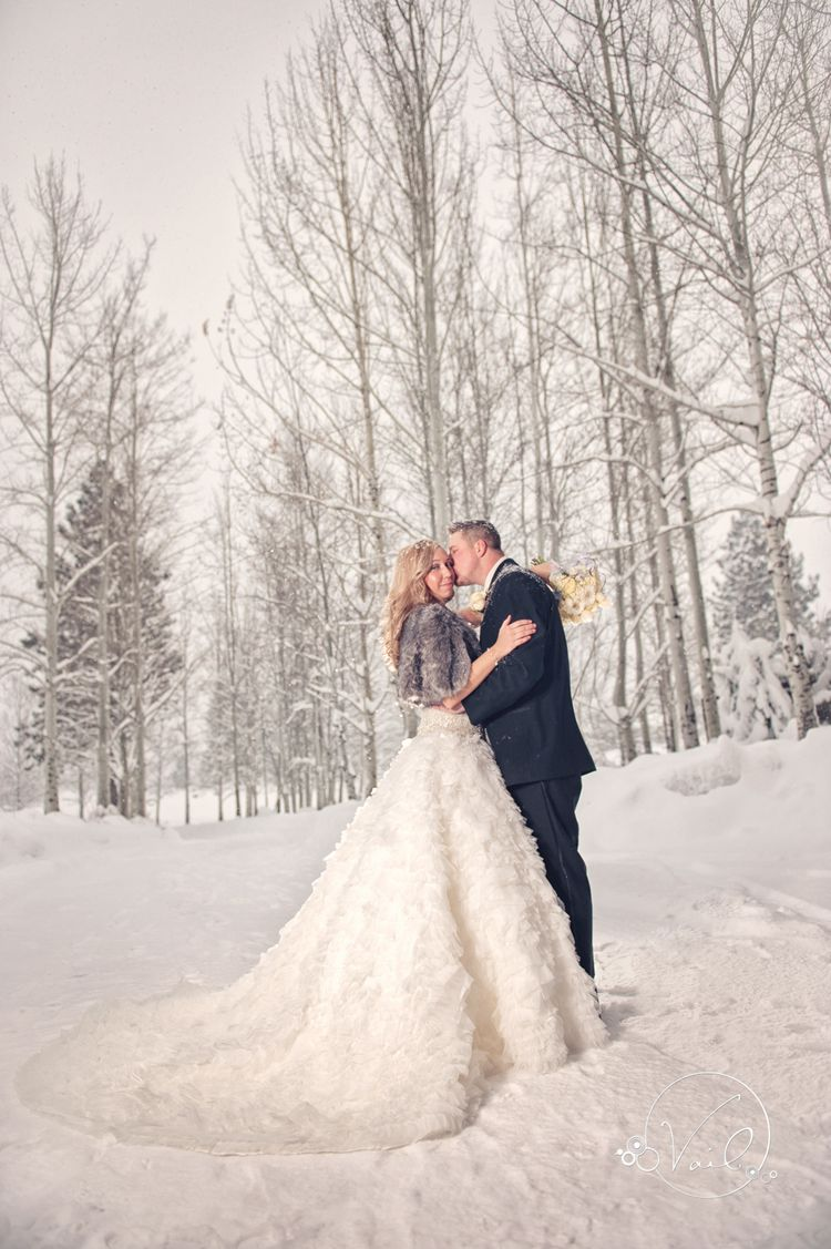 Nice Bend Oregon Wedding photography Broken Top Club Winter wedding Destination wedding Joel and Mackenzie are MARRIED