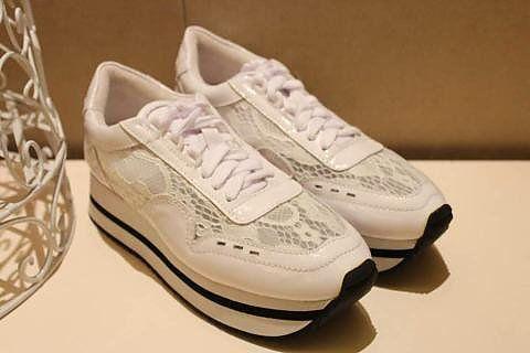泰吉名品: 钢琴/鞋包配饰,泰吉名品*女鞋:原单品质 多色可选 韩国Beobe蕾丝运动系列,很女人很时尚!真正属于女人的运动鞋