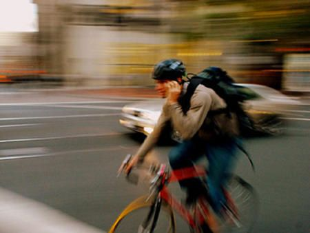 オランダ 自転車運転中の携帯電話禁止へ
