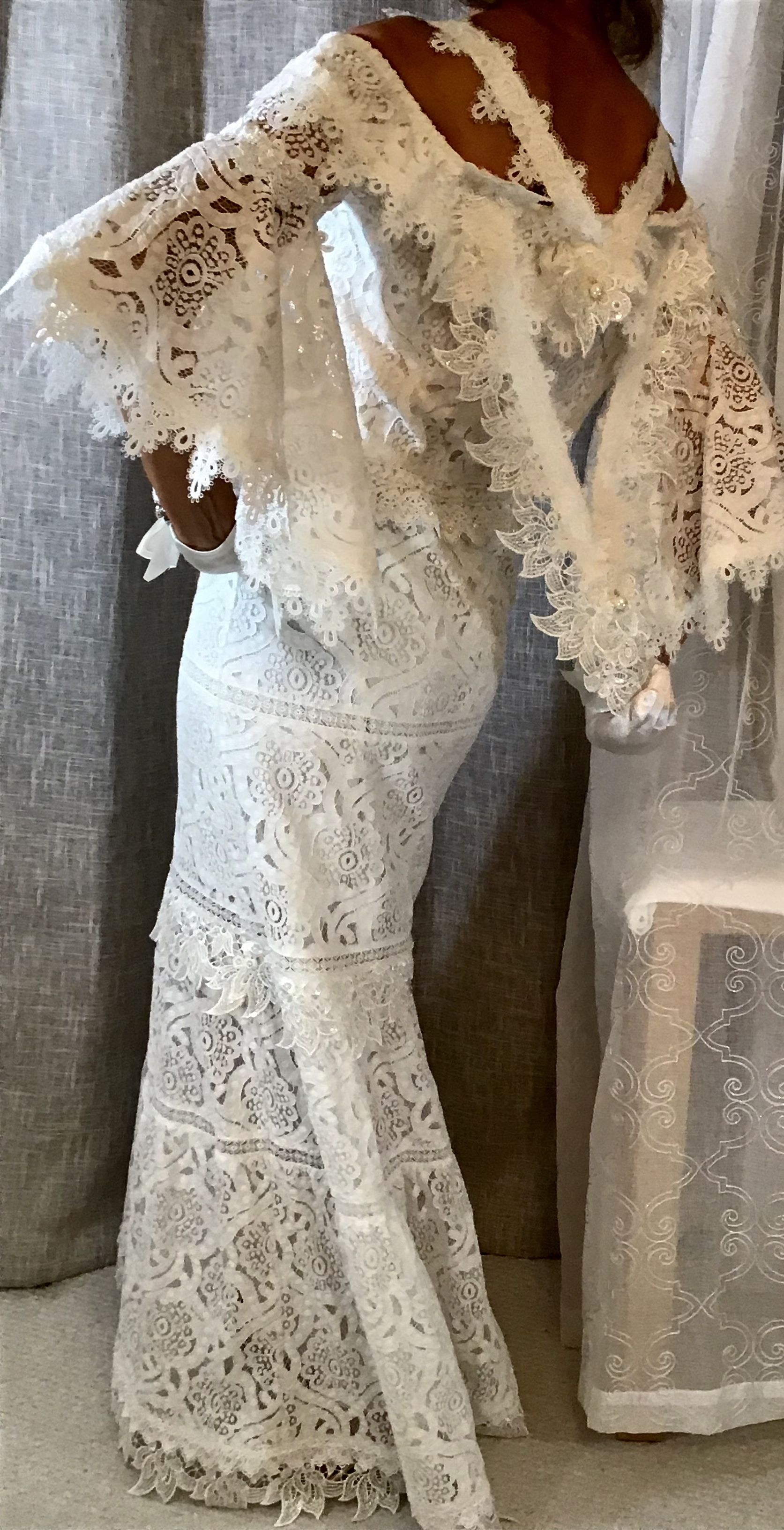 Luxury dresses for wedding guest  Couture bridal dress Off white lace maxi gown for brides or wedding