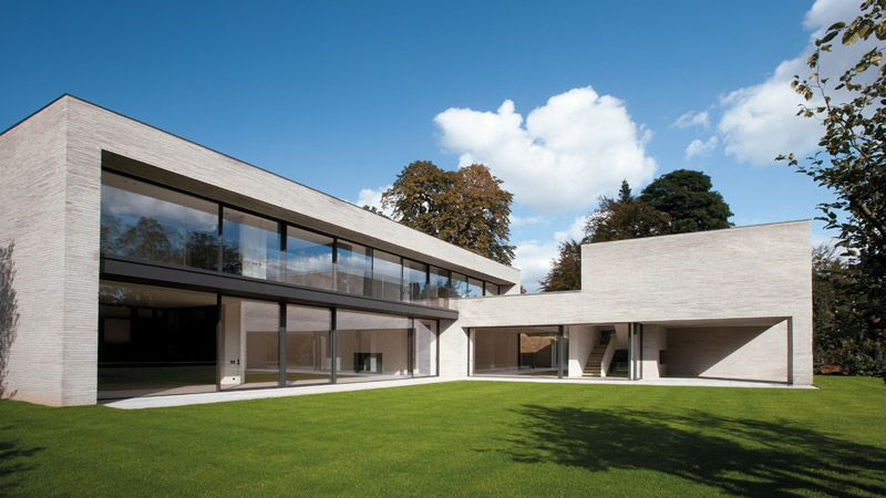 House in uccle belgium by marc corbiau bureau d for Huizen stijlen