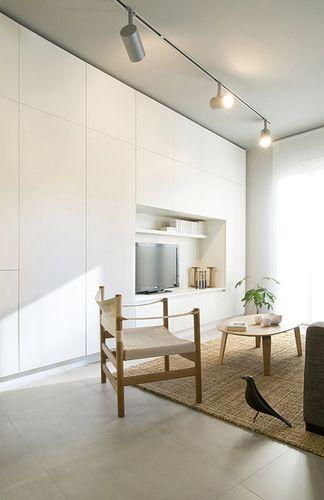 Mur de rangements ikea besta  Un pan de mur en placard  Placard intgr Meuble salon et Salon