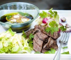 Ruoka.fi - Pikapaistetut naudan ulkofileeviipaleet ja mausteöljykastiketta