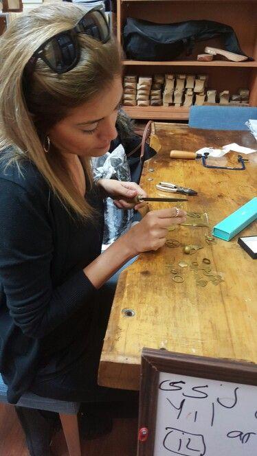 Atölye çalışması yaparken yeni öğrencimiz Eryal hanım  #taki #takı #takitasarim #takıtasarım #workshop #workshops #jewelryaddict #jewelrydesign #jewelry #jewelryatelier #atelier #atolye #atölye #sanat #yapmak #ogrenmek #uretim #tasarım #ozeltasarim #özeltasarım #takıtasarım