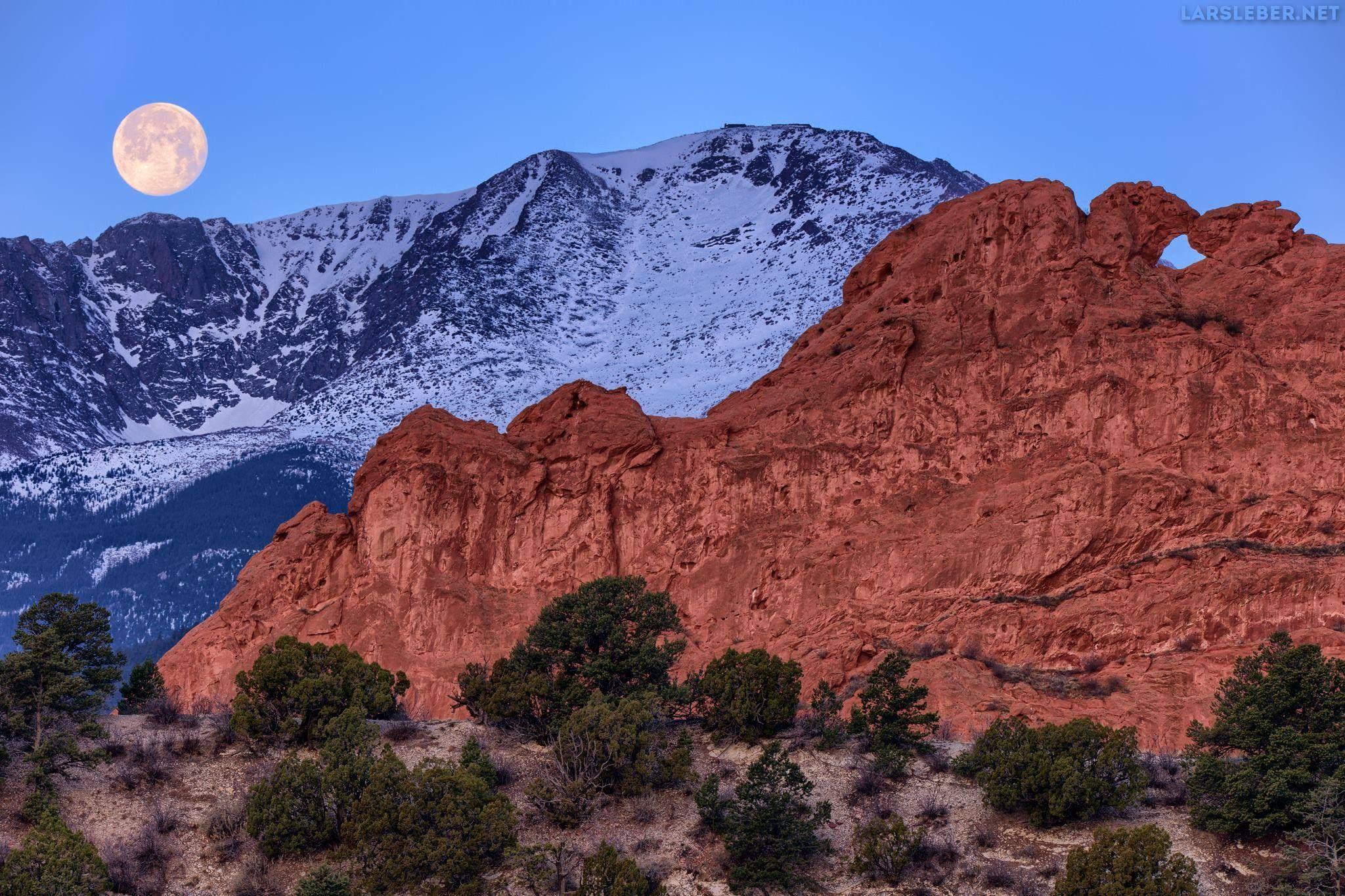 Pikes Peak Moonset Colorado Springs 04 12 2017 Beautiful Landscape Photography Landscape Photography Beautiful Landscapes