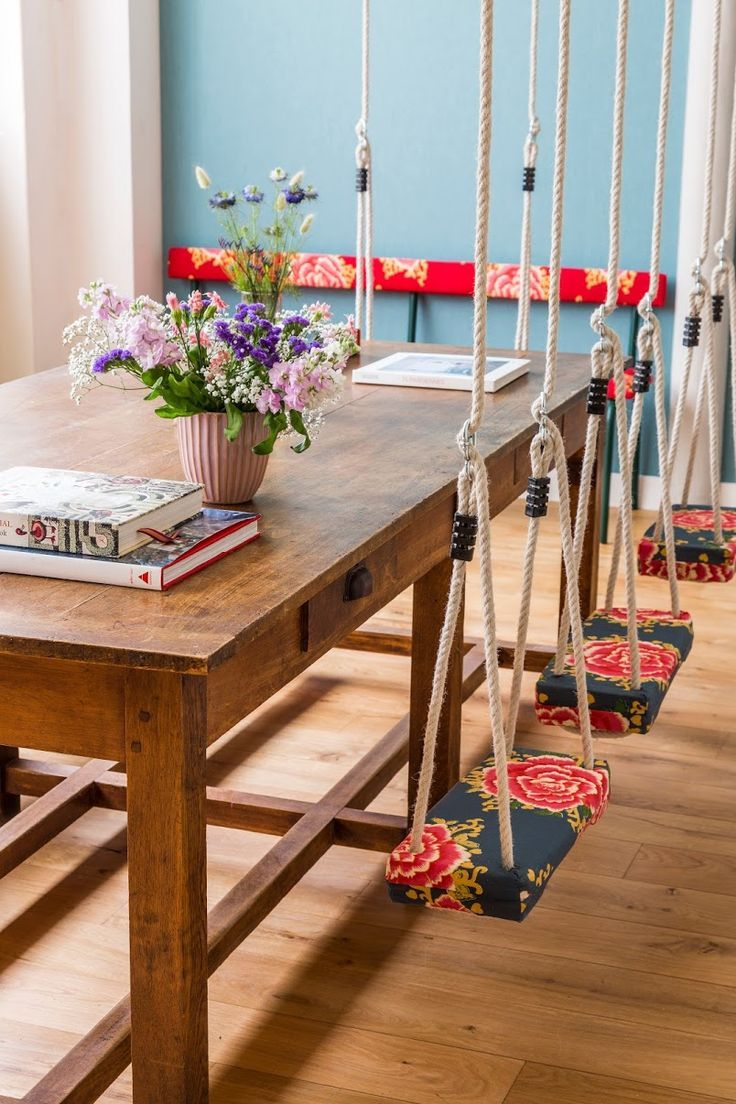 Balançoire en bois à motif fleuri dans la salle à manger   kitchen ...