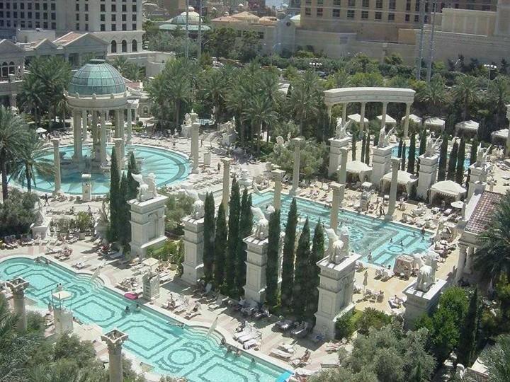 3 dream destination las vegas particularly caesar 39 s for Caesars swimming pool